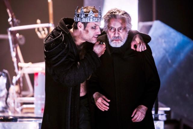Tout de noir vêtus, Jean-Sébastien Ouellette (Macbeth) et... (Photo Stéphane Bourgeois)