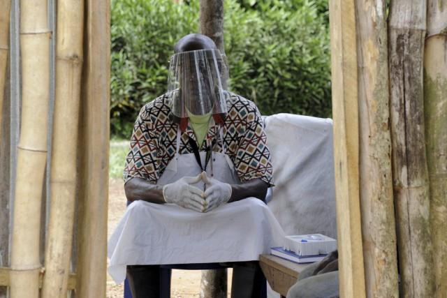 Selon le dernier bilan de l'OMS, nettement sous-évalué... (PHOTO ZOOM DOSSO, AFP)