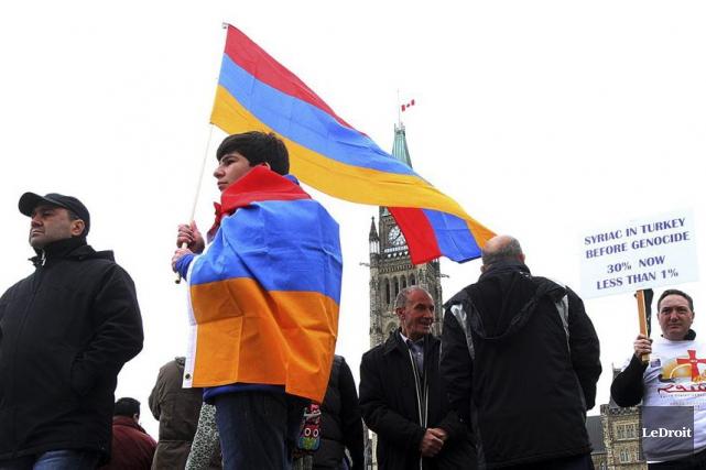 Des Canadiens d'origine arménienne sont venus en autobus... (Etienne Ranger, LeDroit)