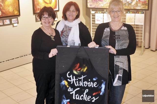 Les artistes Micheline Hamel et Lucie Lapointe entourent... ((Photo Le Quotidien-Rocket Lavoie))