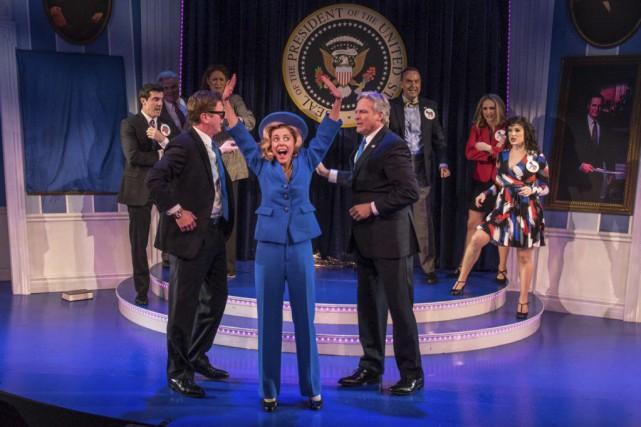 Hillary et ses deux Bill dans lacomédie Clinton... (Photo Russ Rowland)