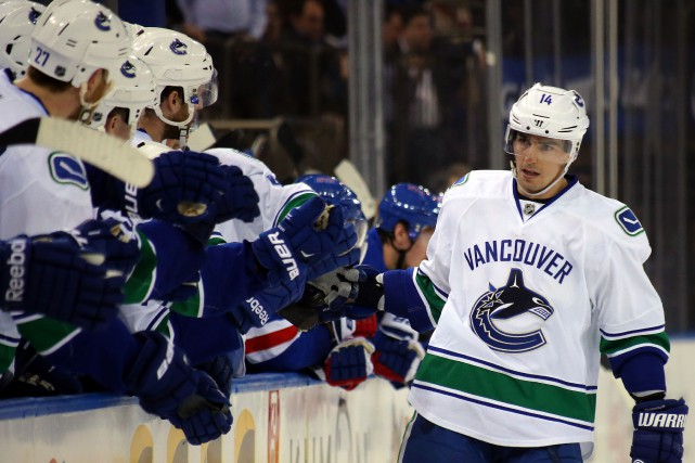 Alex Burrows... (PHOTO ARCHIVES USA TODAY)