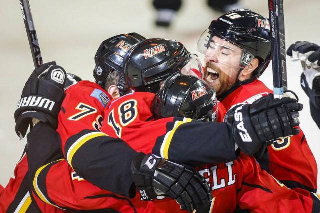 Les Flames auront tout un défi à relever... (Photo Jeff McIntosh, La Presse canadienne)