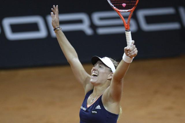 Angelique Kerber a remporté la victoire en trois... (PHOTO THOMAS KIENZLE, AFP)