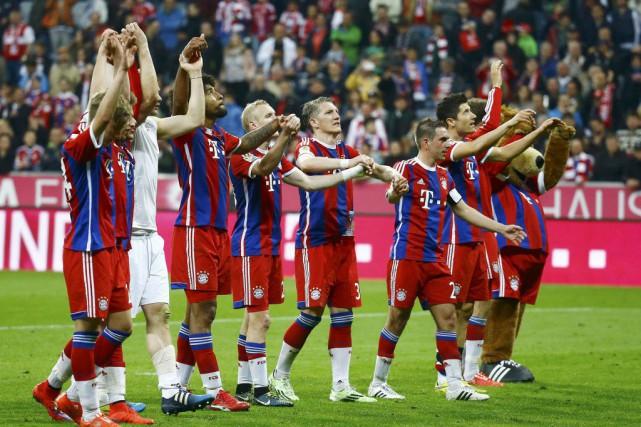 Les joueurs du Bayern Munichpoursuivront leur quête de... (PHOTO KAI PFAFFENBACH, REUTERS)