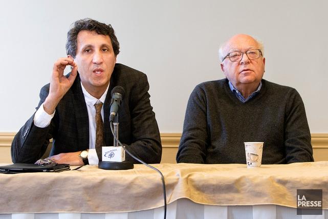 Amir Khadir, en compagnie de l'expert en droit... (PHOTO ROBERT SKINNER, LA PRESSE)