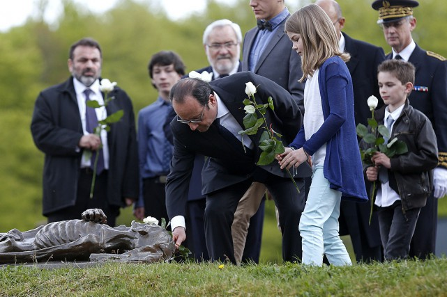 Leprésident français François Hollande a visité le camp... (PHOTO VINCENT KESSLER, AGENCE FRANCE PRESSE)