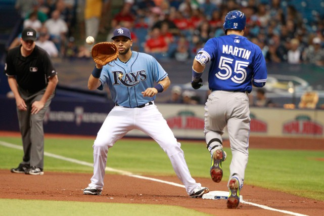 James Loney (21) retire Russell Martin (55) au... (PHOTO KIM KLEMENT, USA TODAY)