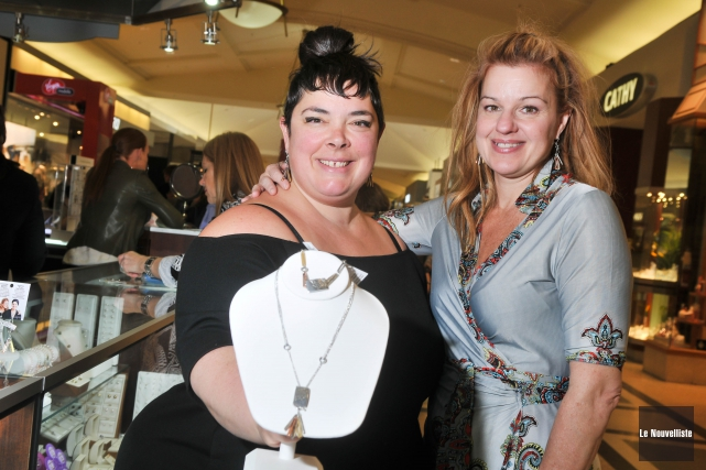 La joaillière Anne-Marie Chagnon et la comédienne Sylvie... (Photo: Émilie O'Connor Le Nouvelliste)