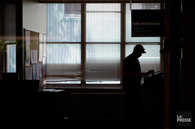 Les nouveaux demandeurs de prestations d'aide sociale devront... (PHOTO MARTIN CHAMBERLAND, ARCHIVES LA PRESSE)