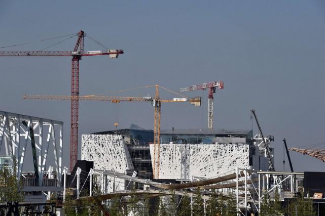 Depuis des mois, les ouvriers se relaient sur... (PHOTO GIUSEPPE CACACE, AFP)