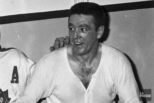 Marcel Pronovost dans le vestiaire des Maple Leafs... (Photo René Picard, archives La Presse)