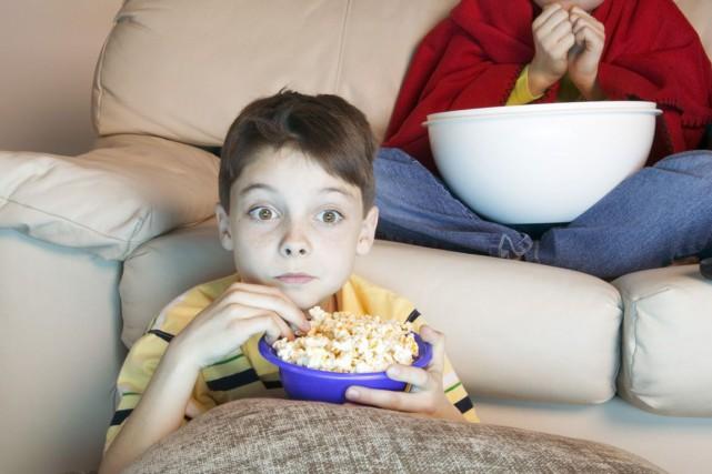 une heure de t l par jour suffit aux enfants pour prendre du poids enfants. Black Bedroom Furniture Sets. Home Design Ideas