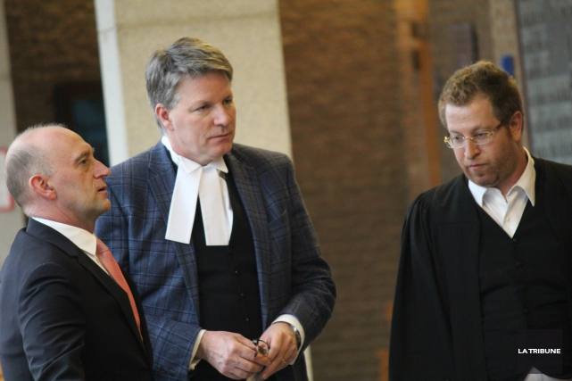 Les avocats du recours collectif Me Daniel Larochelle,... (La Tribune, René-Charles Quirion)