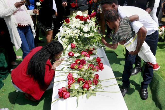 Deux semaines après la mort de Freddie Gray,... (PHOTO SHANNON STAPLETON, REUTERS)