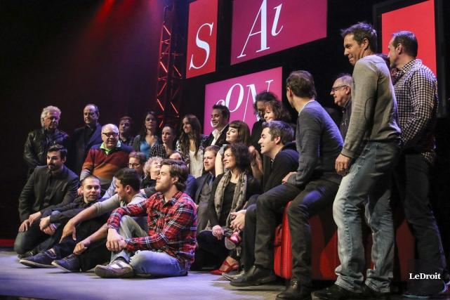 Une douzaine d'artistes ont participé au lancement de... (Patrick Woodbury, LeDroit)