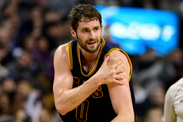 Kevin Love a subi une dislocation de l'épaule... (Photo Bob DeChiara, USA Today)