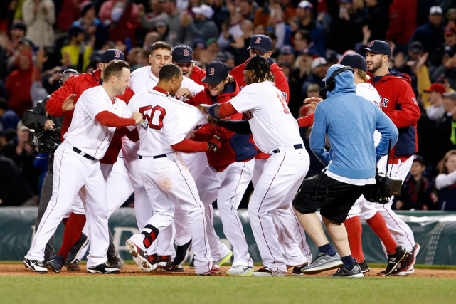 Mookie Betts (50) a reçu les félicitations de... (Photo David Butler II, USA Today)