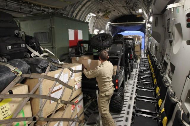 Le premier C-17 devrait atterrir à Katmandou mercredi... (Photo Lars Hagberg, La Presse canadienne)