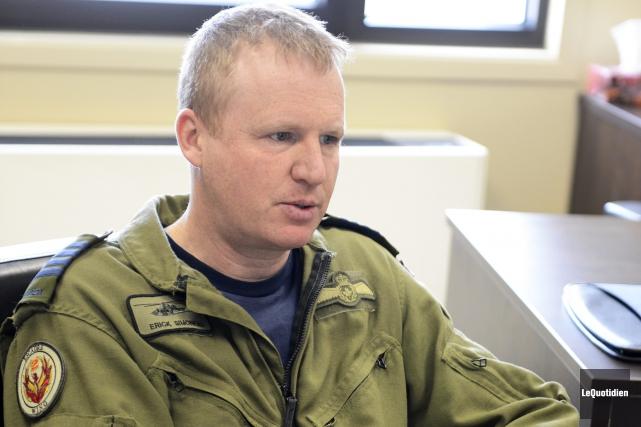 Le commandant de la 2e Escadre expéditionnaire aérienne... ((Photo Le Quotidien, Jeannot Lévesque))