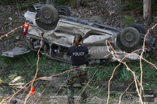 Le conducteur de la fourgonnette transportait trois adolescents... (Étienne Ranger, Ledroit)