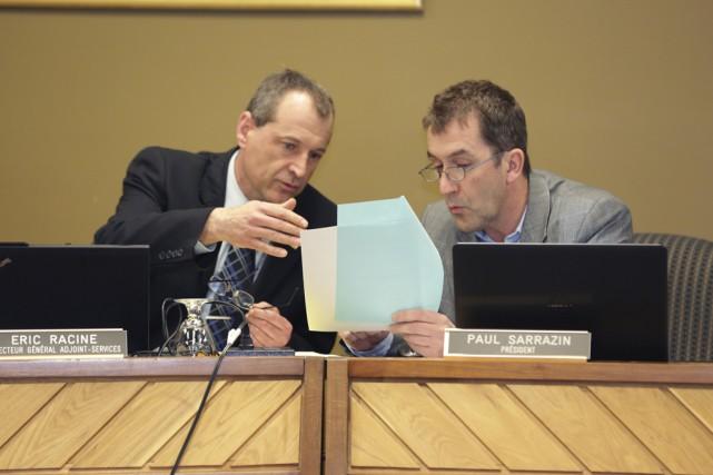 À la demande du président de Val-des-Cerfs, Paul... (photo Catherine Trudeau)