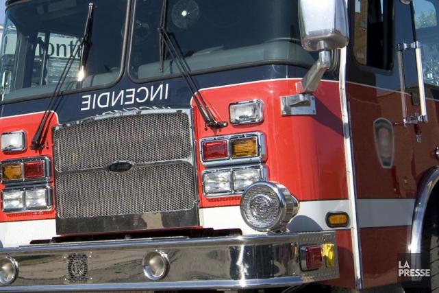 Un entrepôt de la chaine de quincailleries Rona a été la proie des flammes dans... (PHOTO ARCHIVES LA PRESSE)