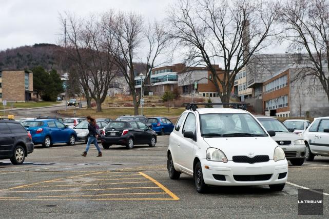 Des failles dans la réglementation des stationnements de l'Université de... (Imacom, Jessica Garneau)