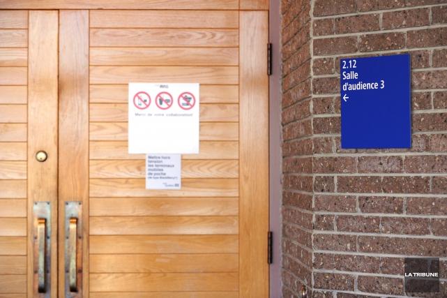 Condamné à cinq ans de prison pour divers gestes à caractère sexuel commis sur... (Archives La Tribune, Jessica Garneau)