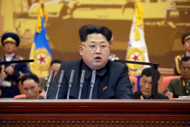 D'après le NIS, Kim Jong-un ne fait qu'imiter... (PHOTO REUTERS/KCNA)