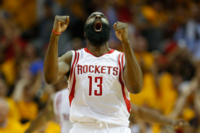 James Harden a inscrit 28 points dans la victoire... (Photo James Nielsen, AP)