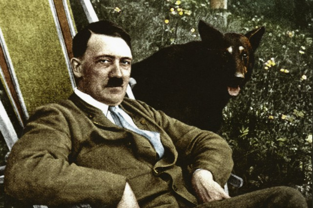 Adolf Hitler... (PHOTO TRIÉE DU LIVRE APOCALYPSE)