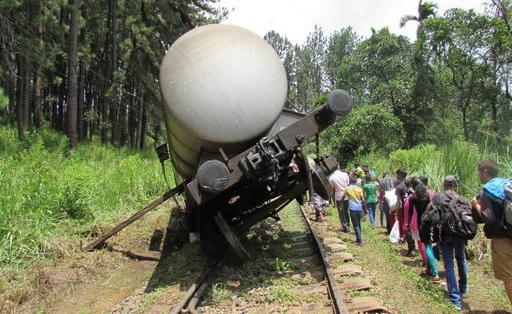 Un wagon-citerne renversé sur les rails forçait tous... (La Nouvelle, Jonathan Custeau)