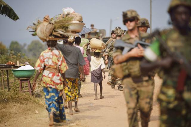 Des soldats français patrouillent à Bangui, le 15... (PHOTO ERIC FEFERBERG, ARCHIVES AFP)
