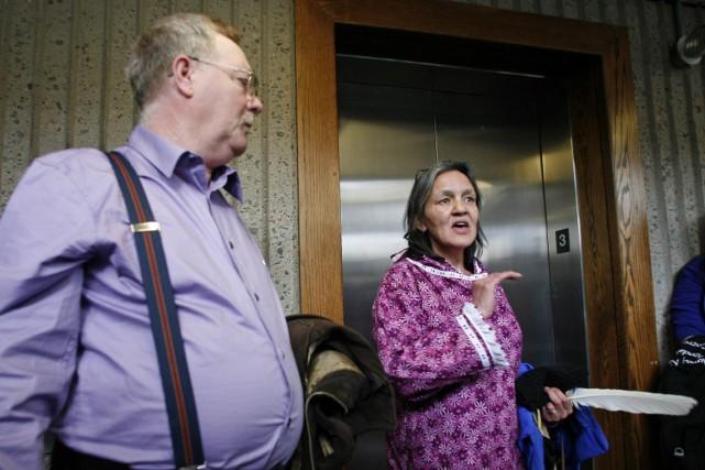 Miriam Saunders (à droite) a rappelé que Loretta,... (Photo Darren Pittman, La Presse canadienne)
