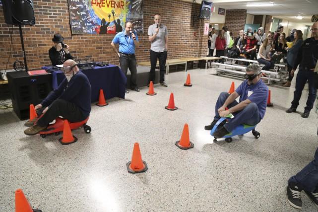 Les étudiants étaient invités à tester leurs capacités... (Photo Janick Marois)