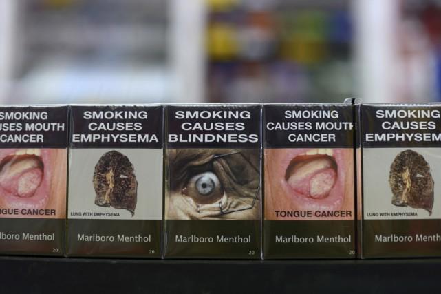 Paquets de cigarettes neutres en vente en Australie.... (PHOTO CARLA GOTTGENSM, ARCHIVES BLOOMBERG)