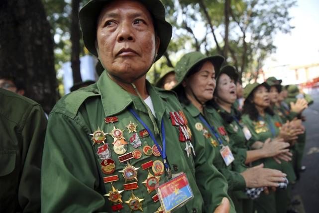Les vétérans étaient à l'honneur, racontant leur fierté... (PHOTO NA SON NGUYEN, AP)