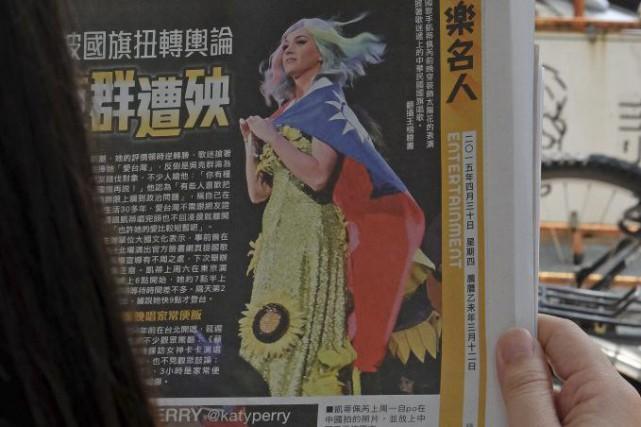 Katy Perryest apparue mardi sur la scène du... (PHOTO SAM YEH, AFP)
