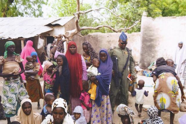 Près de 500 femmes et enfants enlevés par... (PHOTO AFP/ARMÉE NIGÉRIANE)