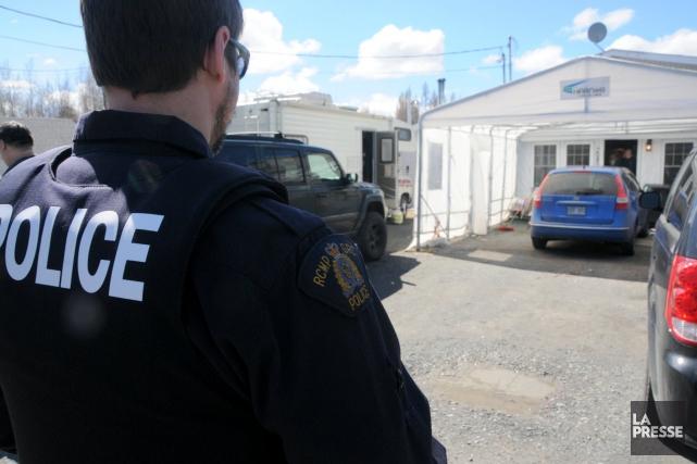 Plusieurs dizaines de policiers ont été déployés dans la région de... (Photo collaboration spéciale Éric Beaupré)