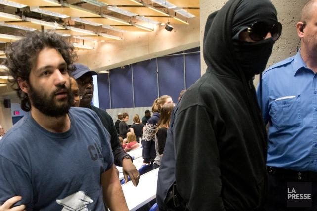 Hamza Babou (à gauche)avait été arrêté le 15... (PHOTO PATRICK SANFAÇON, LA PRESSE)