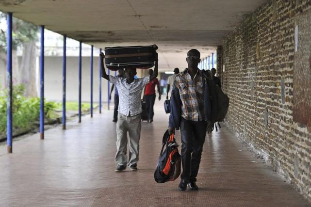 Des étudiants ont quitté jeudi l'université du Burundi,... (PHOTO SIMON MAINA, AFP)