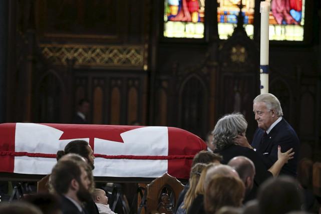 Des personnalités politiques de tous horizons ont rendu un dernier hommage au... (Photo Reuters)