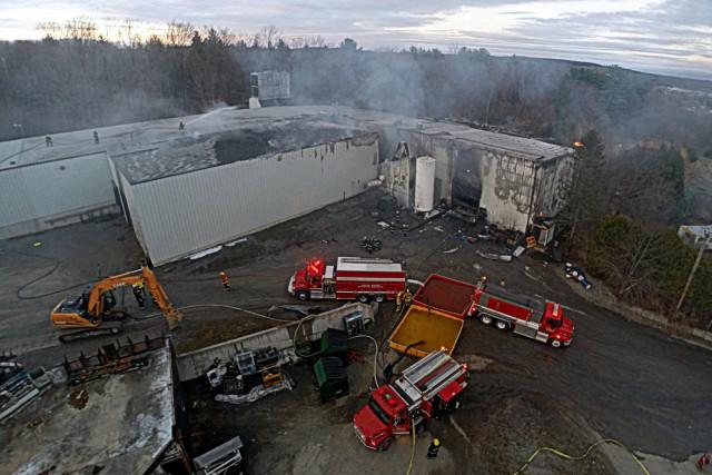 Une explosion serait à l'origine de l'incendie qui... (Photo collaboration spéciale Éric Beaupré)