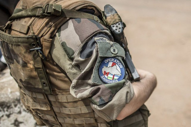 L'armée française fait face à un scandale aux... (PHOTO MARCO LONGARI, AFP)