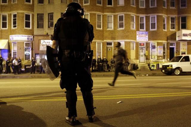 La ville reste soumise à un couvre-feu nocturne... (PHOTO PATRICK SEMANSKY, AP)