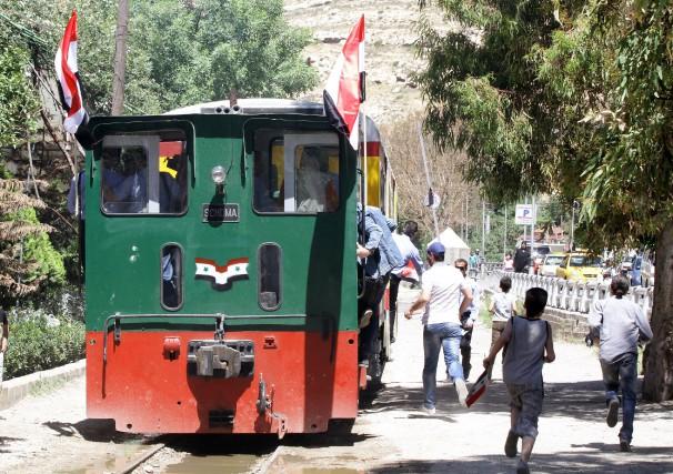 Le «Qitar al-Nouzha» est composé d'une locomotive et... (PHOTO LOUAI BESHARA, AFP)