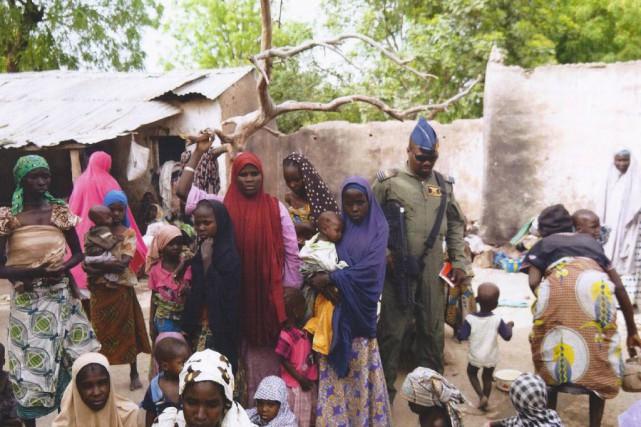 Près de 500 femmes et enfants enlevés par... (Photo fournie par l'Armée nigériane, AP)