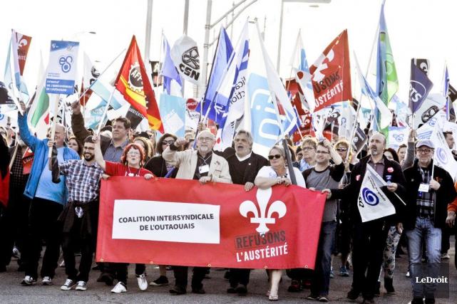 Infirmières, enseignants, syndicalistes et étudiants ont pris la... (Martin Roy, LeDroit)
